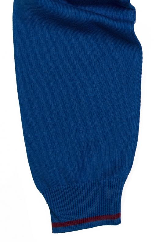 Pulover albastru in v